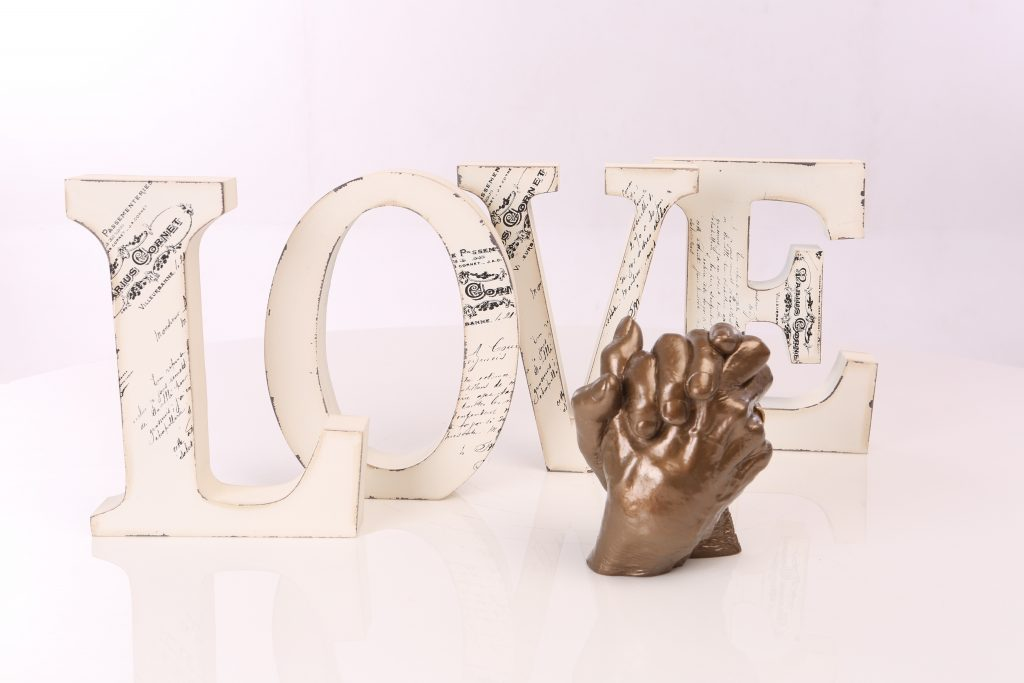 3D Hand Statue of loving couple for golden wedding anniversary