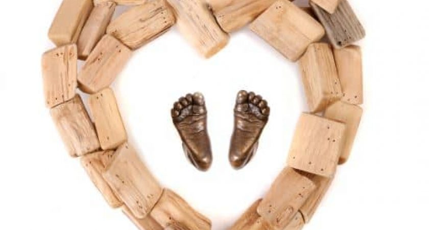 3d baby feet in solid bronze with wood heart