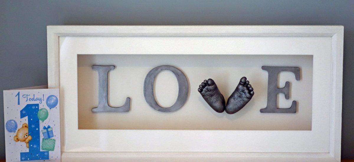 nicole love casting - love sign frame